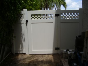 PVC TOGUE & GROOVE GATE WITH LATTICE
