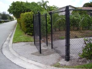 PASSIVE BLACK CHAIN LINK GATE
