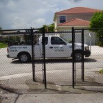 PASSIVE BLACK CHAIN LINK GATE