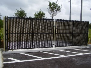 BLACK CHAIN LINK GATES  WITH PRIVACY SLATS